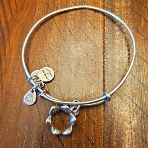 🎈2/$15 Alex and Ani bracelet- Crown